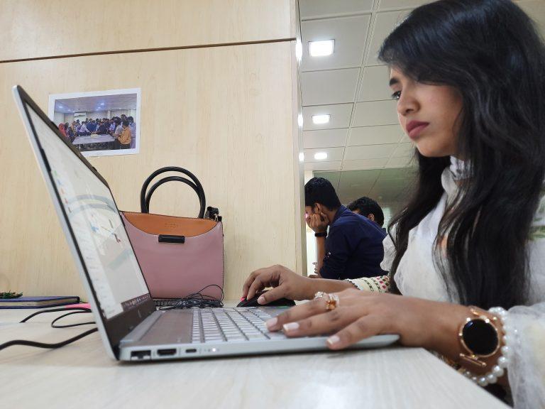 আমি ইশরাত জাহান, UI/UX ডিজাইনার, আমি যেভাবে কাজ করি!